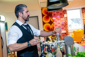 Dialogue x - ein Barkeeper sorgte für Erfrischung.